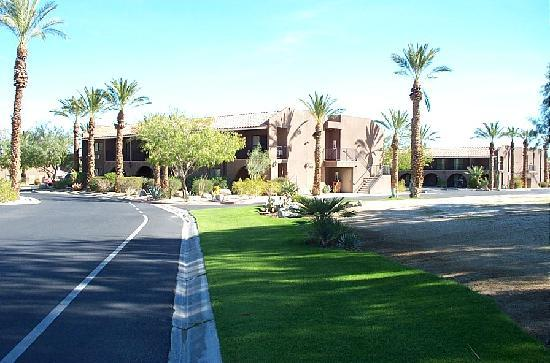 Borrego Springs Resort & Spa: Two of the six buildings