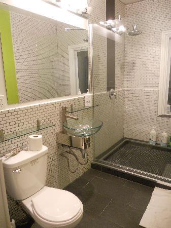 Barefoot Hostel: Salle de bain à l'étage