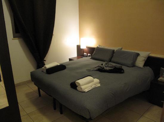 Aurelia Vatican Apartments: Bedroom