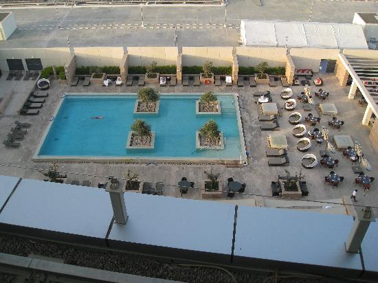 Aloft Abu Dhabi : Aloft 5th-floor Splash Pool
