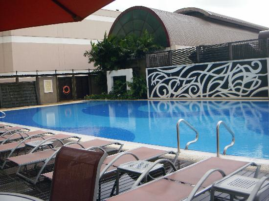 One World Hotel: The large swimming pool.