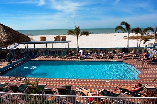 Plaza Beach Hotel - Beachfront Resort: Beachfront Pool