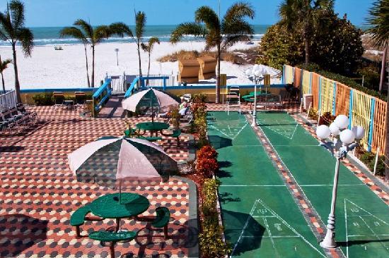 Plaza Beach Hotel - Beachfront Resort: Shuffleboard overlooking the Beach