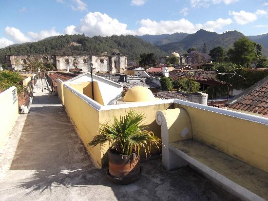 Hotel Posada Del Hermano Pedro: Roof deck of the hotel