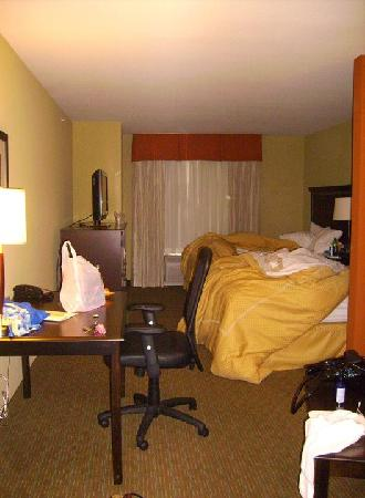 Comfort Suites Urbana Champaign, University Area: beds
