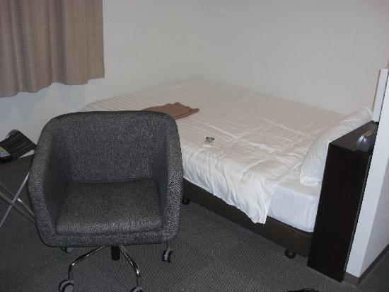 New Station Hotel Premier : わりとゆったりな室内