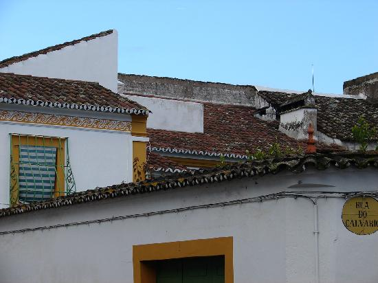 Albergaria do Calvario: Easy to find...first right inside the walls of the town