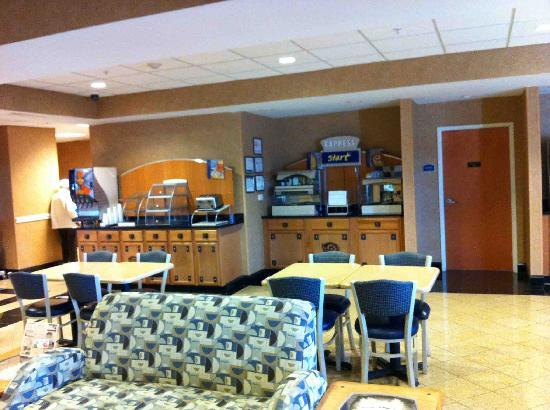 Holiday Inn Express Gastonia: Breakfast Area