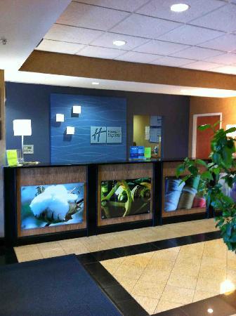 Holiday Inn Express Gastonia: Front Desk