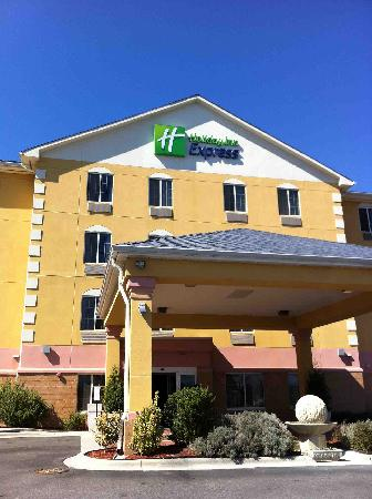 Holiday Inn Express Gastonia: Front Entrance
