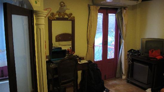 Pensione Capri Hotel & Restaurant: The room angle 2