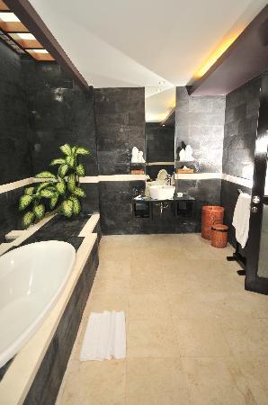 Aria Exclusive Villas and Spa: bathroom2