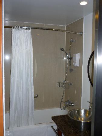Guam Plaza Hotel: シャワー