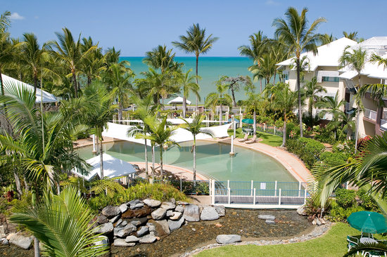 Coral Sands Beachfront Resort : The Resort Pool with Coral Sea in background