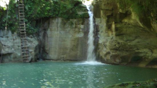 Rancho Lobo Gris : The zipline waterfall