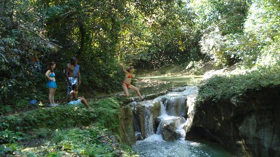 Rancho Lobo Gris : Jumping into the small waterfall