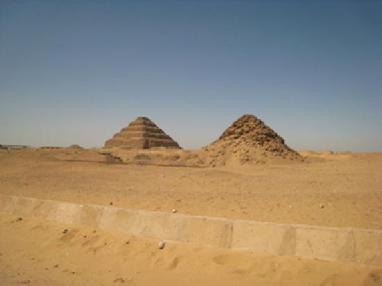Pyramides de Saqqarah : Two gorgeous pyramids (Step and its dilapidated cousin pyramid)