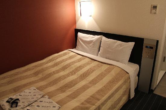 Sanco Inn Nagoya Fushimi : ベッド