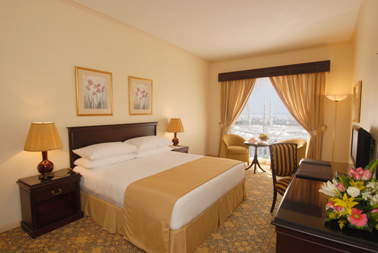 Dar Al Taqwa Hotel - Madinah: Haram view king bed room