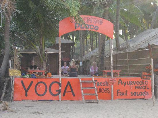 Agonda Beach: Orange yoga centre on the beach front