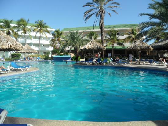 Isla Caribe Beach Hotel: piscine de l'hôtel