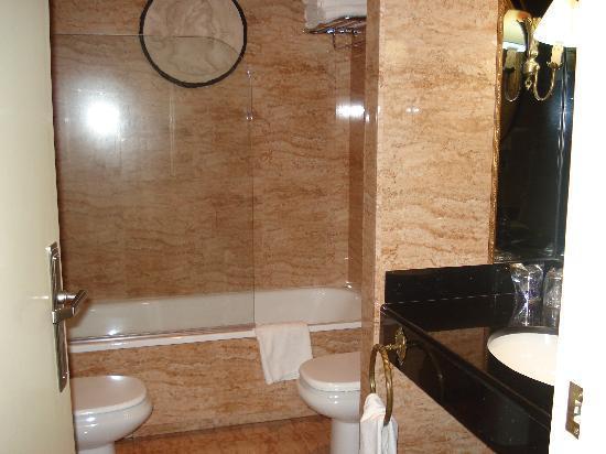 Hotel Izán Trujillo: Baño