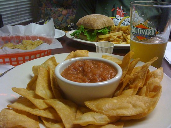 Brewburger Restaurant and Bar: The BEST chips and salsa.  Period.