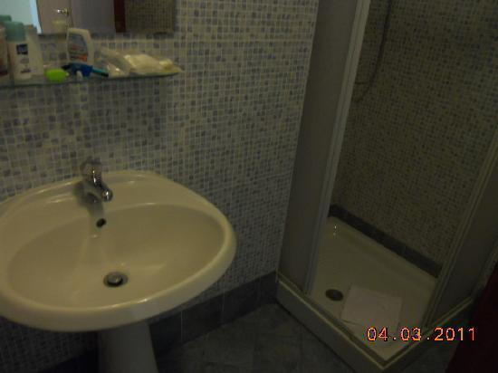 Rona Resort: bagno