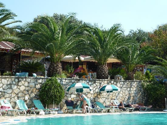 Dimas Apartments: Pool Bar