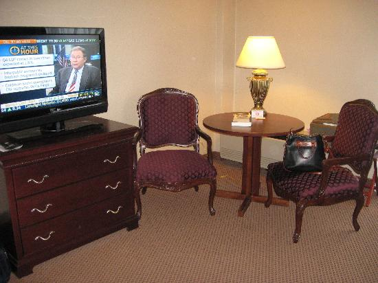 The Plaza Hotel and Suites Eau Claire: Room with new fabric on chairs