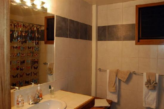 Mariposa Jungle Lodge: Bathroom