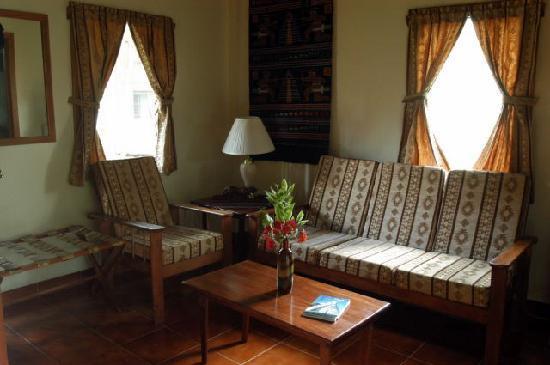 Mariposa Jungle Lodge: Bedroom Sitting Area