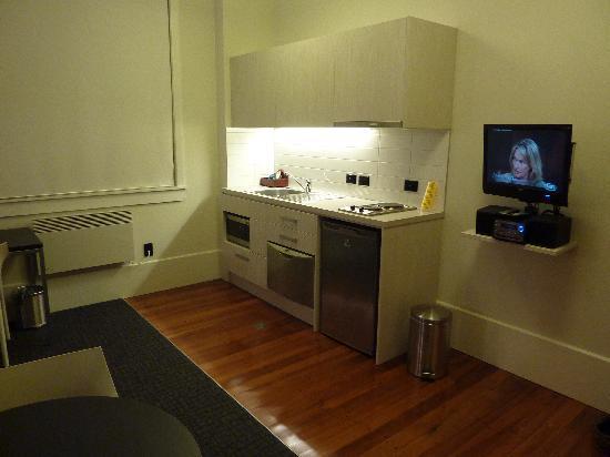 Quest Napier: Studio - kitchenette