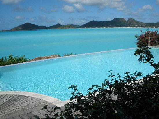 Cocobay Resort: The infinity pool and beyond