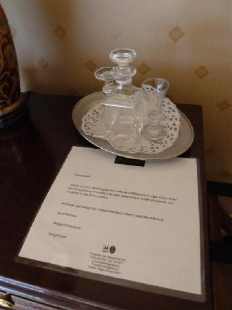 Kildonan Lodge Hotel: Free sherry and shortbread - both gone! :P