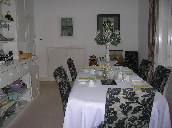 Velwell House Bed & Breakfast: Breakfast room