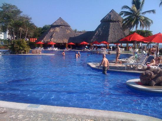 San Salvador, El Salvador: One of the many pools
