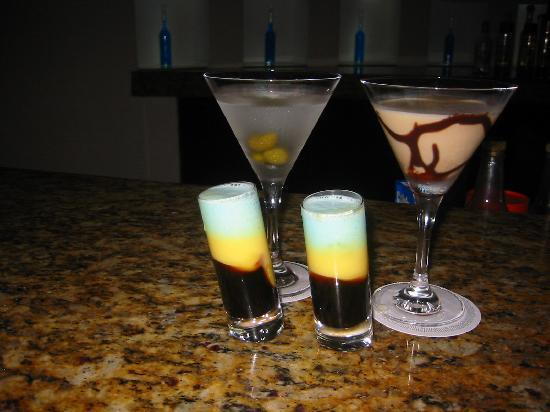 Le Blanc Spa Resort: Martini, Chocolate Martini and Bumble Bee Shots