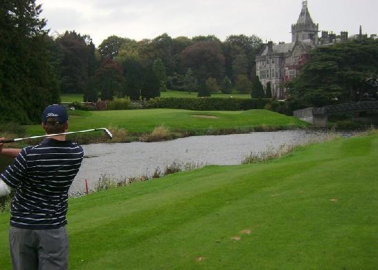 Adare Manor : groomsmen golfing