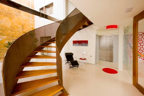 Hotel Boutique Alcoba: hall-escalera