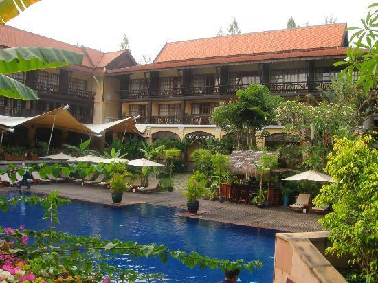 Victoria Angkor Resort & Spa: Jardin et piscine