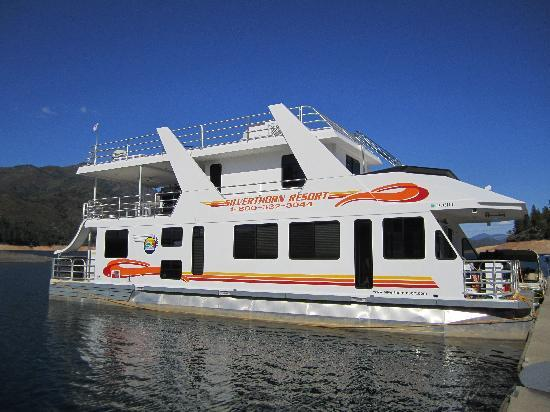 Luxury queen 1 houseboat picture of silverthorn resort for Houseboats for rent in california