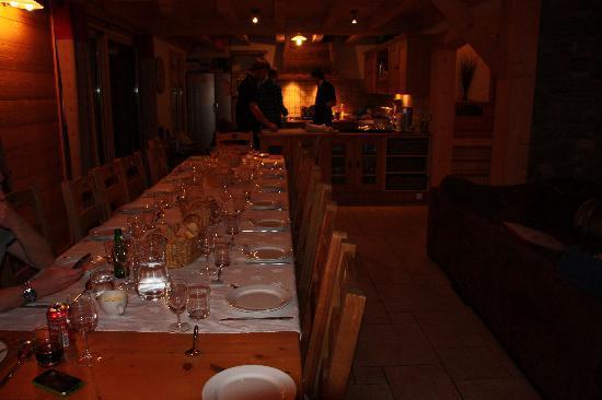 Star Ski Chalets: dining area