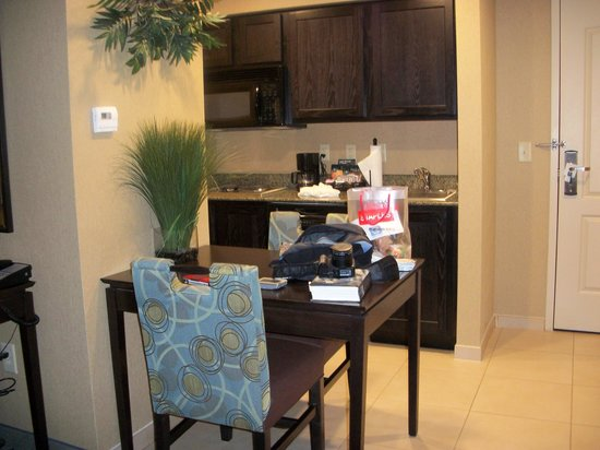 Homewood Suites Atlanta NW-Kennesaw Town Ctr : dining/kitchen