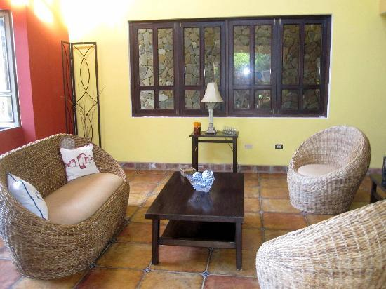 Casa Dorado: Sitting room with lots of light