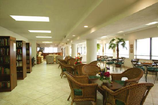 Golden Strand Ocean Villa Resort: Library