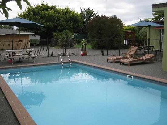 Lisa Rose Motel : The pool