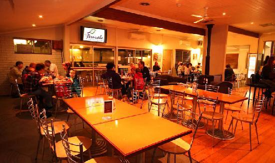 Fernvale Hotel-Motel : Bistro - Open 7 days Lunch & Dinner