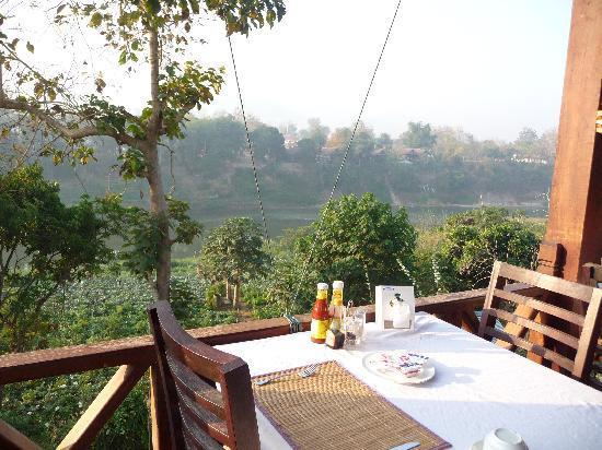 Luang Prabang Paradise Resort: Blick aus dem Restaurantbereich
