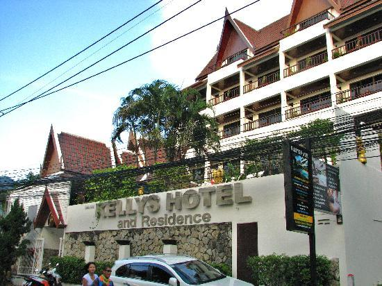 Kelly's Residency: Front of the hotel